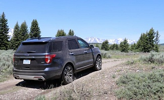 Ford Explorer in Grand Teton National Park