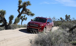 Jeep Cherokee Exploring Off Road Trails in Joshua Tree National park