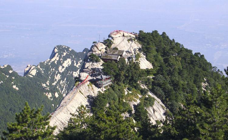 climb the huashan mountain road to heaven china