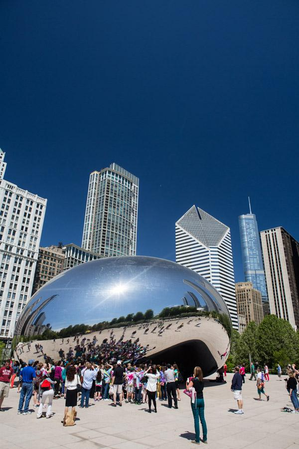 cloud gate aka the bean sculpture at chicago millenium park