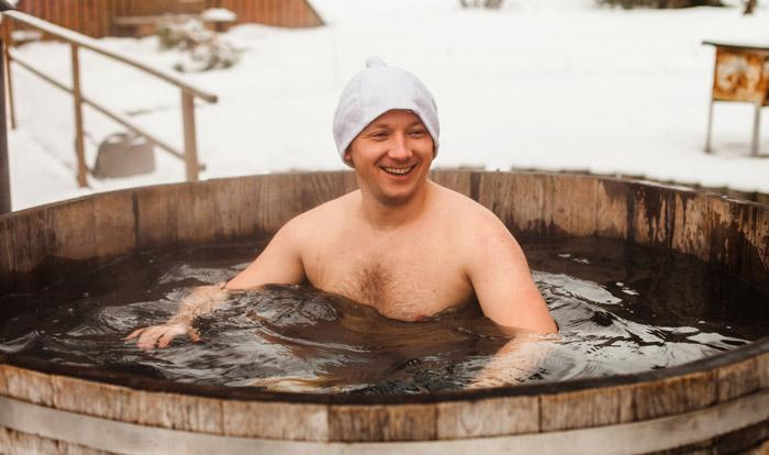 winter bathing hot tub in latvia
