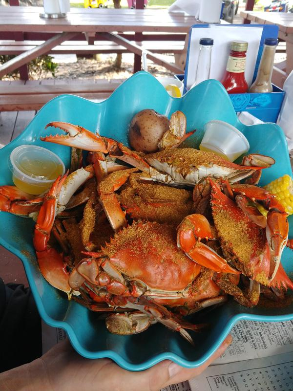 how to eat steamed blue crabs