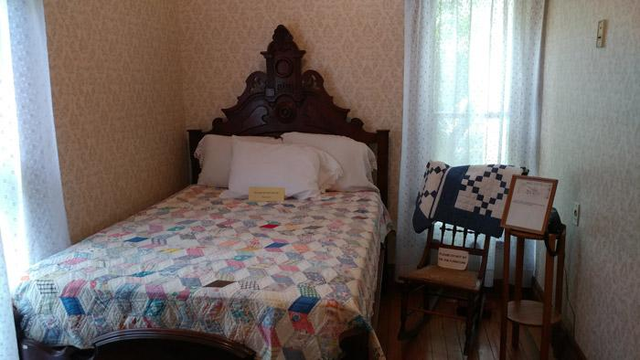 john wayne house bedroom
