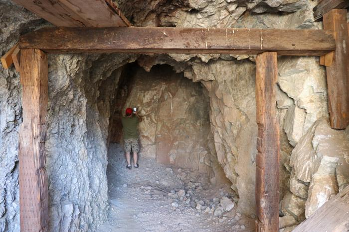 abandoned gold mine mine shaft joshua tree california