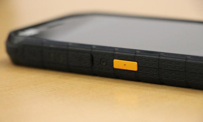 cat s41 has rugged rubber sides and large easy to locate buttons