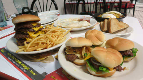 Earlier this month, Steak n Shake introduced their new Up All Night menu at participating locations and it might just be the perfect combination of ridiculous, delicious, and perfectly satiating after a long night of partying. Our location of choice was the Steak 'n Shake in Hoffman Estates / Schaumburg Illinois.
