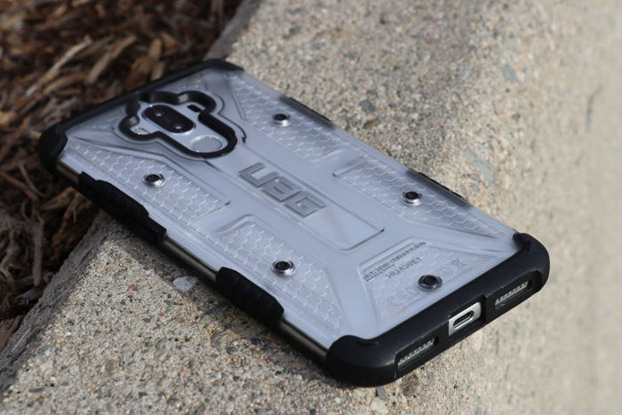 back of uag rugged case for Huawei Mate 9 phone