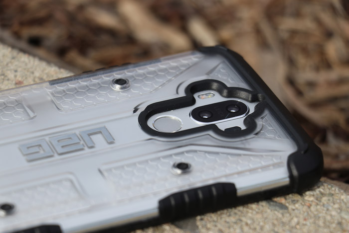 camera fingerprint cut out on Huawei Mate 9 phone case by UAG Urban Amor Gear