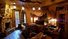 Adobe Grand Villas - Wagon Wheel Room